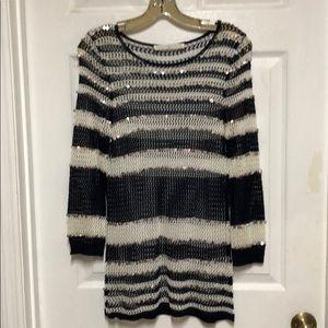 Boston Roper Tunic Top loose Knit Black and white